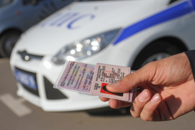 Нужно ли сдавать временное водительское удостоверение при лишении прав? Штраф за несдачу удостоверения