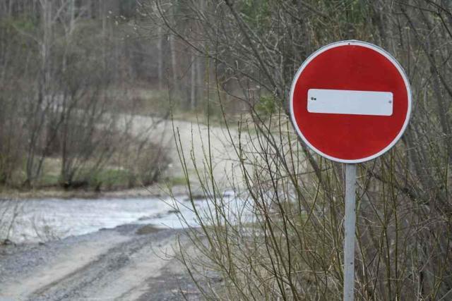 Знаки движение запрещено и въезд запрещен