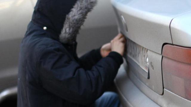 Кража гос номеров с машины - статья 325.1 УК РФ
